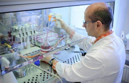 Génterápia-fejlesztés a Debreceni Egyetemen (fotó: MTI)