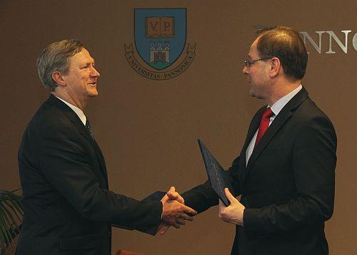 Friedler Ferenc és Navracsics Tibor (fotó: Pannon Egyetem)