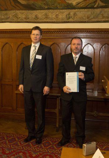 Fürjes Balázs Zoltán, a Virtuális Erőmű Program Nönprofit Kft. ügyvezetője és Tomasovszky Csaba, a Nyíregyházi Főiskola műszaki és gazdasági főigazgató-helyettese