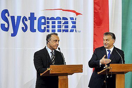 Orbán Viktor miniszterelnök és Pim Dale, az amerikai Systemax EMEA Technology Group vezérigazgatója (fotó: MTI)