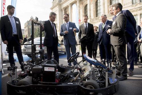 OETTINGER, Günther; Varga Mihály -- autóipar -- járműipar -- konferencia -- Bosch -- alternatív jármű (fotó: MTI)