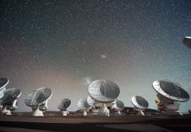 The Atacama Large Millimeter/submillimeter Array (ALMA) by night, under the Magellanic Clouds (fotó: Wikimedia.org)