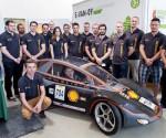 Győri egyetemisták egyedi fejlesztésű elektromos autója (fotó: MTI)