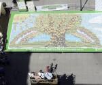 A világ legnagyobb, italos kartonokból álló mozaikja készült el Budapesten (fotó: MTI)